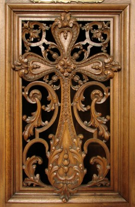 Cross_carved_on_a_confessional-Church_of_Saint_Sebastien_in_Nancy-Photo_by_Vassil